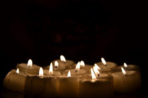 žvakės,šviesa,žvakė,Ugnis,nuotaika,tamsi,liepsna,žvakių liepsna