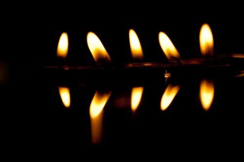 žvakės,tamsi,veidrodis,liepsna,romantika,tamsa,šviesa,tealight,naktis,deginti,žvakių šviesa,žvakių liepsna,raudona,nuotaika,vaškinė žvakė,Ugnis,banga