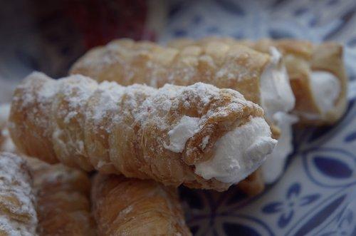 cannolis  dessert  sweetness