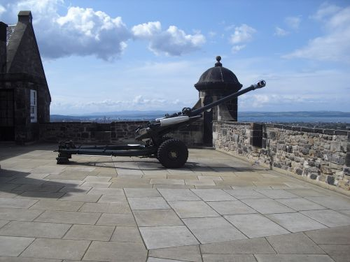 cannon artillery edinburgh castle