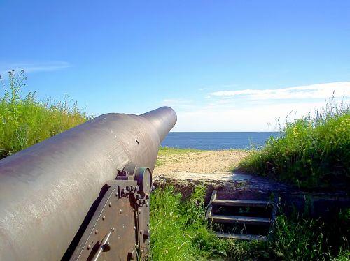 cannon sea horizon