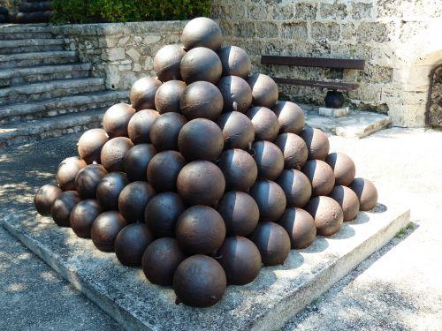 cannon balls balls iron