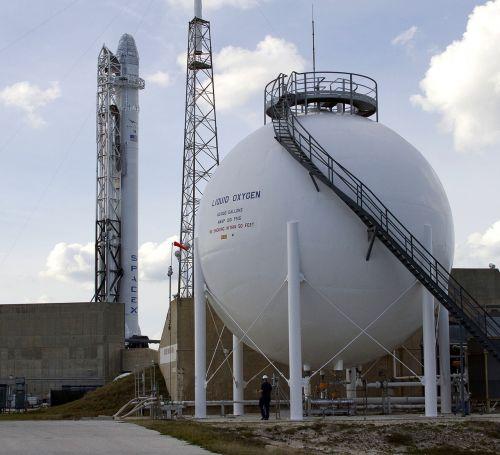 cape canaveral launch pad rocket