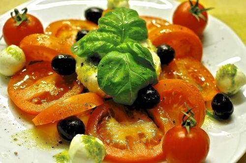 caprese mozzarella tomatoes