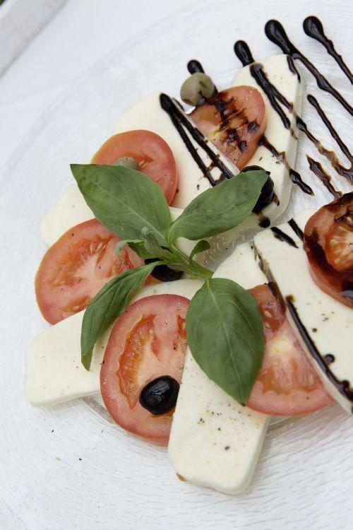 caprese tomatoes mozzarella