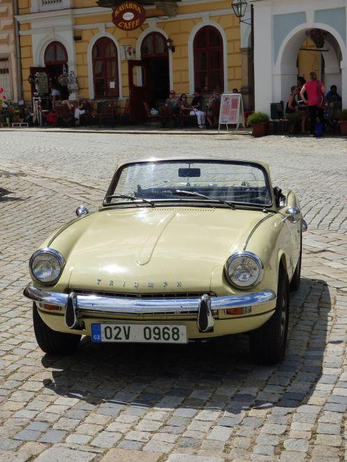 car monument auto