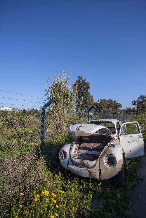 automobilis,senas,laužas,rusvas,paliktas,apleistas,laukas,kaimas,pavasaris,gražus,klasikinis automobilis,vabalas,kelias,klaida,volswagen galima atidaryti,klasikinis,vw,modelis,balta