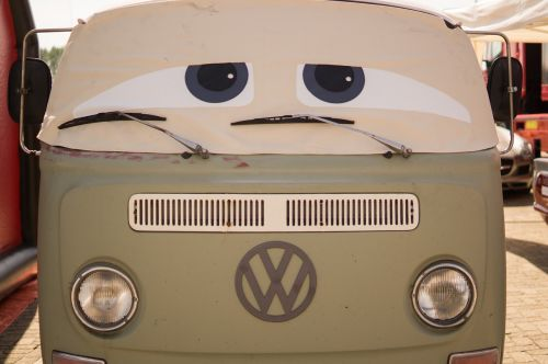 car eyes travel
