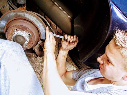 car mechanic disc brake revision