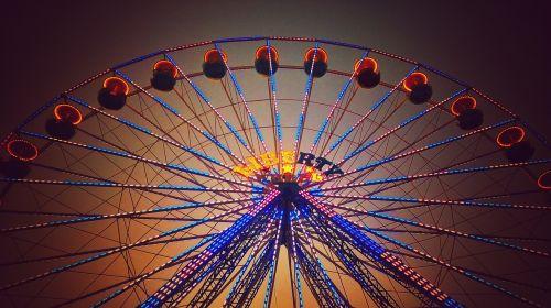 karuselė,ratas,ratų peržiūra,dangus,pritraukimas,parkas,miesto parkas,gražus,šviesa