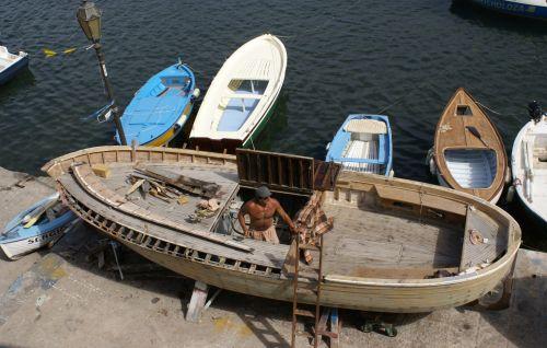 Carpenter Builds A Boat
