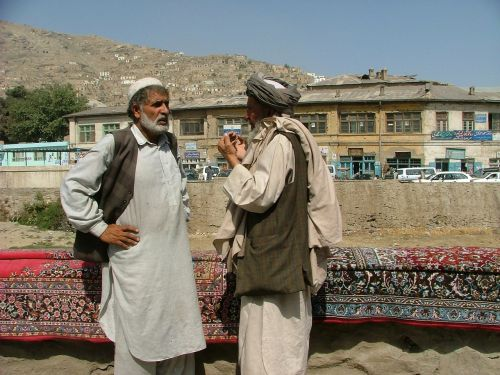kilimų pardavėjas,kabul,vyrai,prekyba gatvėmis