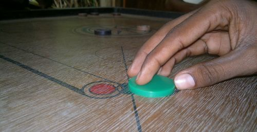 carrom game players