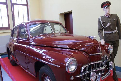 cars antiques monuments
