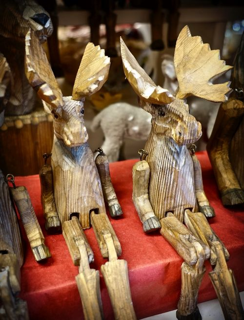 carving moose wooden