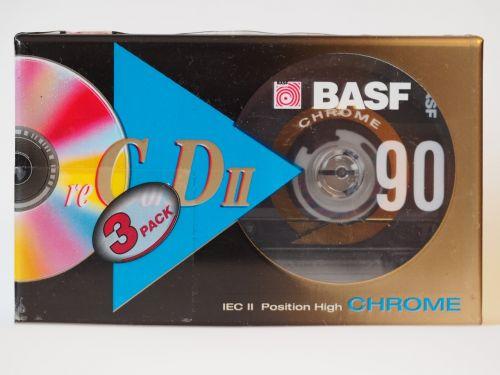 kasetė,kompaktiškas kasetė,Walkman,basf,muzika,analogas,grotuvas,įrašymas,juostinis magnetofonas,magnetrangas,ritė,garso inžinerija,beschallung,prietaisas,kasetė,vintage,retro,juosta,technologija,stereo,įrašyti,senamadiškas,mp3