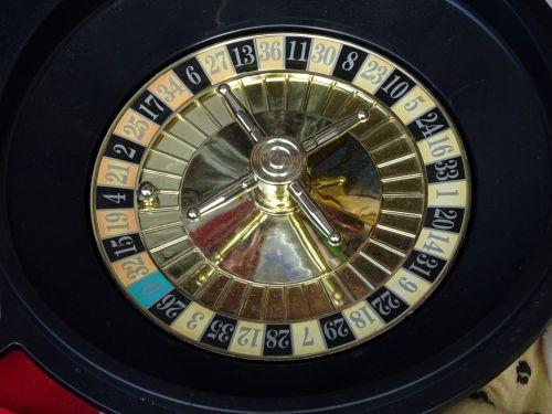 azartiniai lošimai, lošti, lošimai, lošėjas, lošėjai, kazino, kazino, ruletė, ratas, ratai, bet, statymai, lažybos, sėkmė, laimingas, nelaimingas, žaidimas, apie, tikimybė, šansai, šansai, laimėti, nugalėtojas, nugalėtojai, nevykėlis, pralaimėjusieji, žaidimai, kroupjė, kroupiečiai, stalas, stalai, prekiautojas, kazino lošimo ruletė