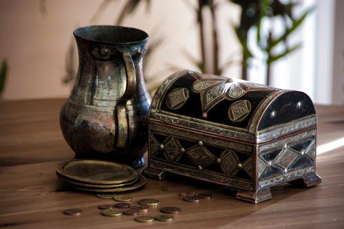 casket jug 19th century