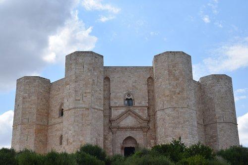 castel del monte  andria  octagon