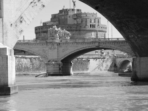 castel sant'angelo tiber rome