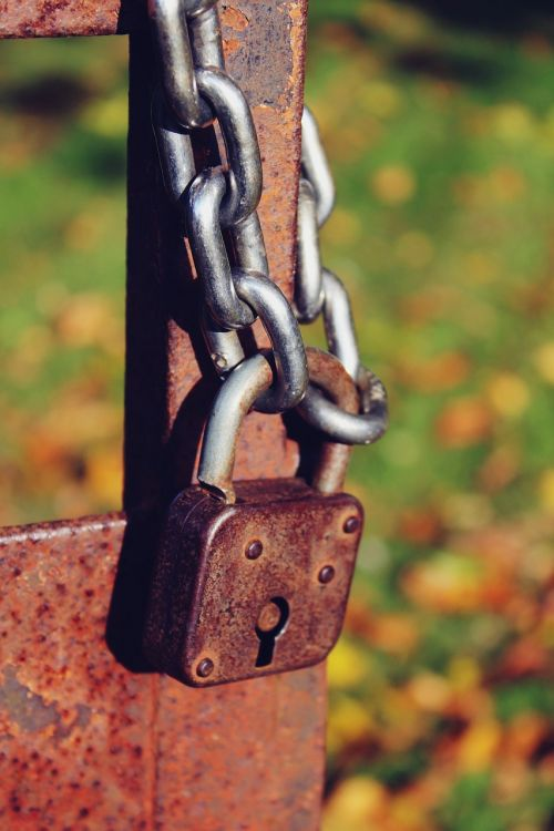 castle padlock chain