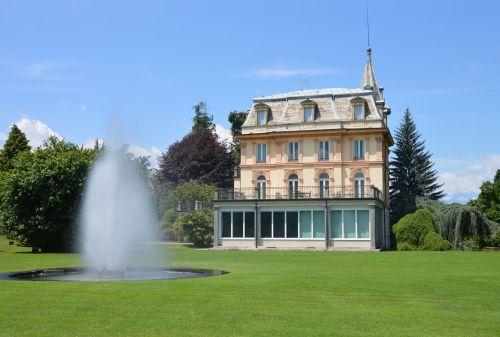 castle garden fountain