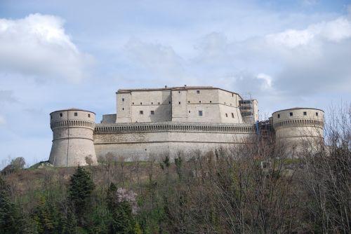 castle san leo walls