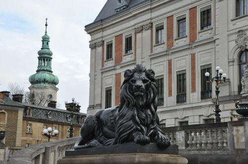 pilis,renesansas,muziejus,liūtas,pszcina,Lenkija