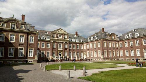 castle baroque versailles