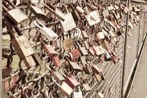 castle love love locks