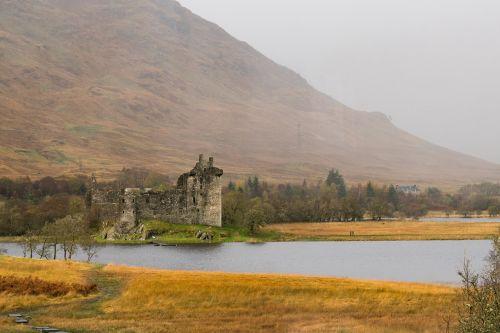 castle ruin substantiate