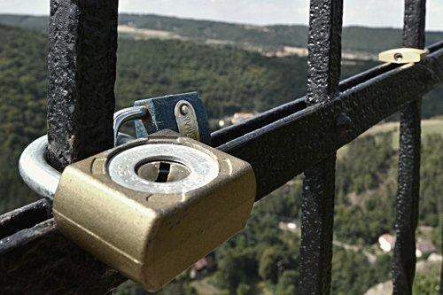 castle  love  locks