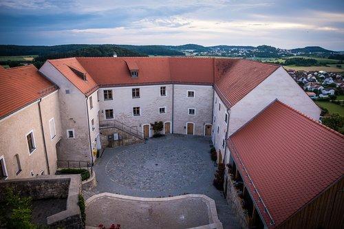 castle  burghof  castle courtyard