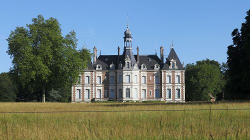 castle housing country of the loire
