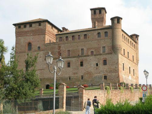 castle piedmont grisane cavour
