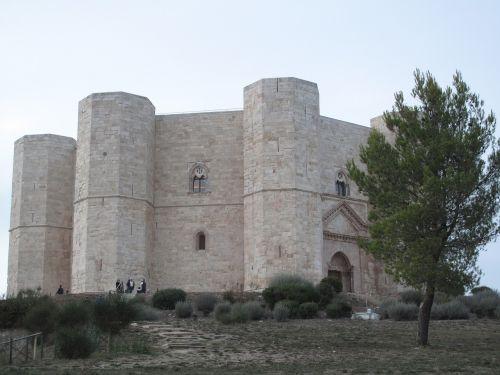 castle italy monte