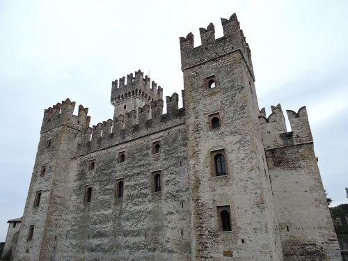 castle torre sirmione