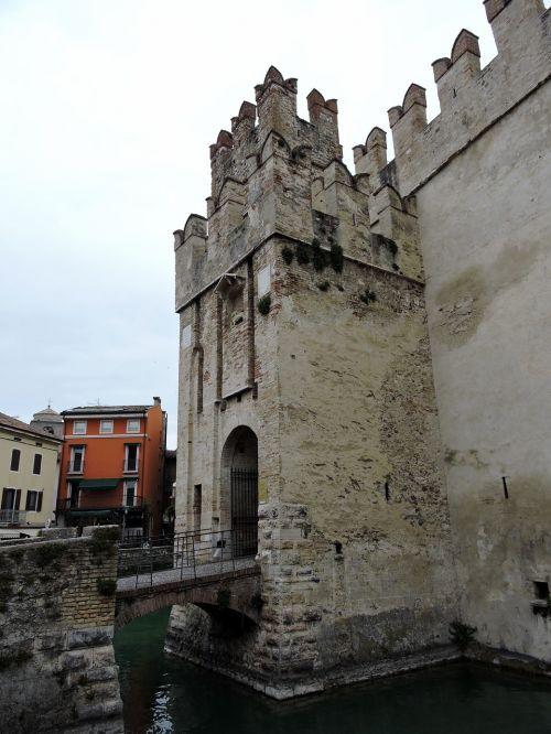castle bridge levatoio