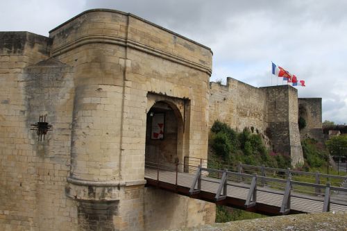 castle caen drawbridge