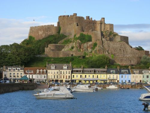 pilies tvirtovė,góry,Jersio sala,jūra,uostas,laivai