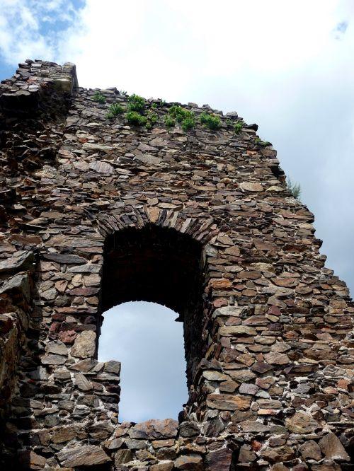 castle lichnice castle ruins