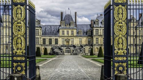 castle of fontainebleau residence royal
