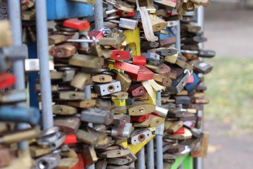 castles love love locks
