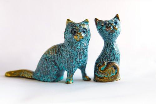 cat  cats  the figurine