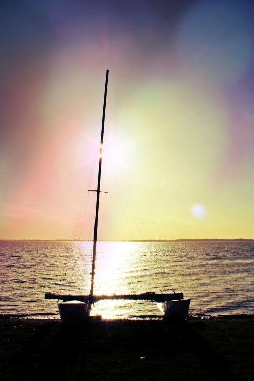 catamaran mast hull