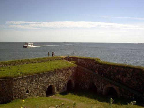 catamaran arrives sea