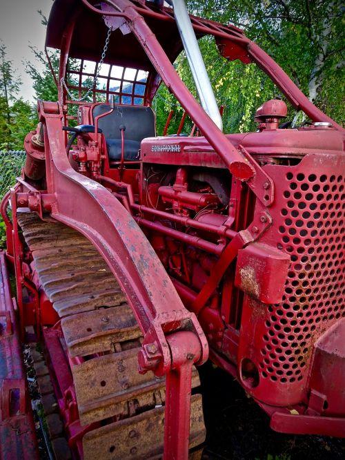 caterpillar tractor red
