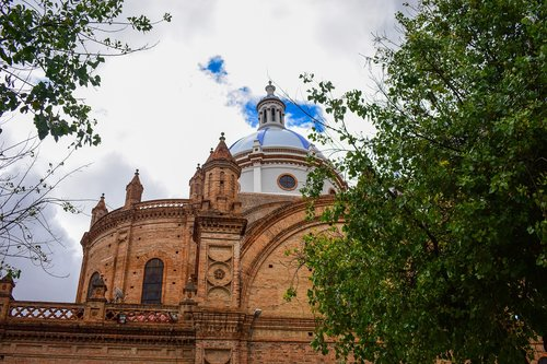 cathedral of cuenca  cuenca ecuador  cathedral