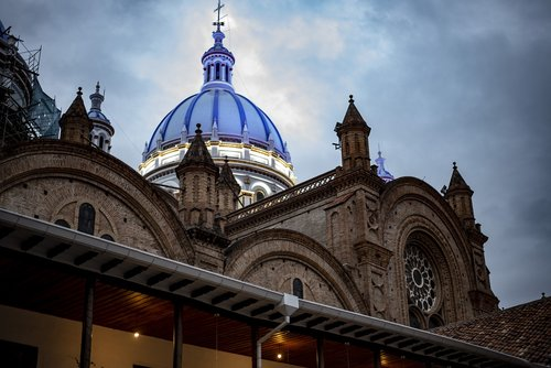 cathedral of cuenca  ecuador  architecture