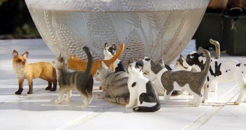 cats figurines felines